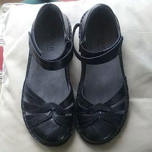 NWOB Aravon black leather shoes
